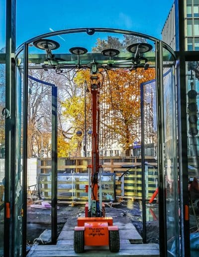 Verglasungsarbeiten Überkopfmontage mit Glaslifter